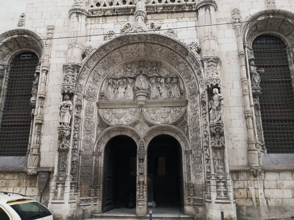 O pórtico manuelino da Igreja da Conceição Velha