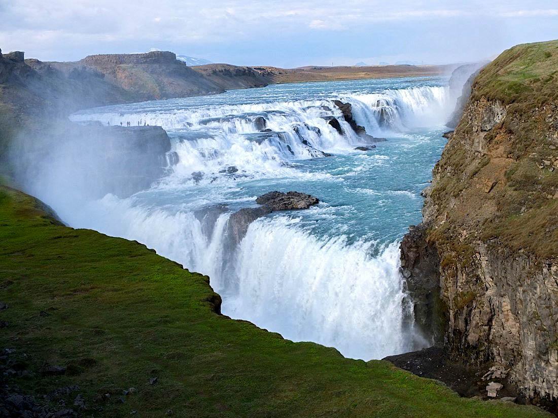 Gulfoss means golden waterfall