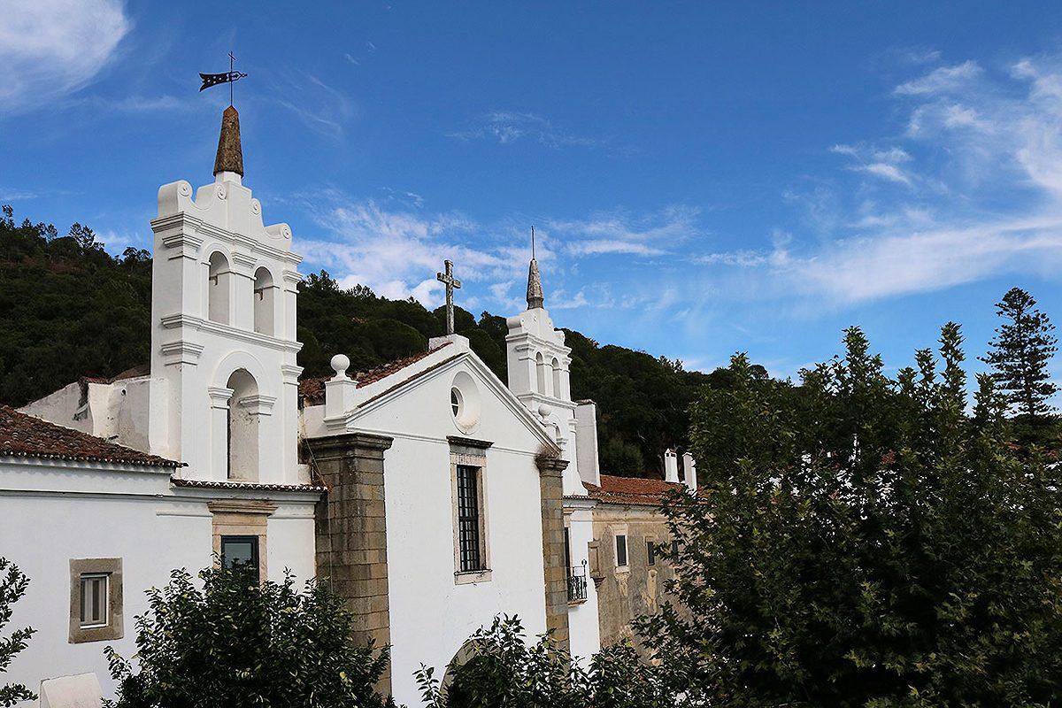 O convento pode ser visitado, dependendo da disponibilidade