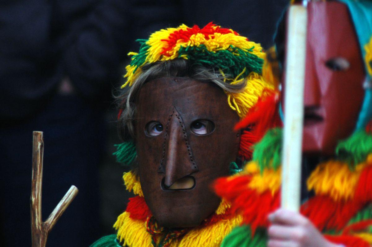 O metal e o couro são os materiais tradicionais das máscaras