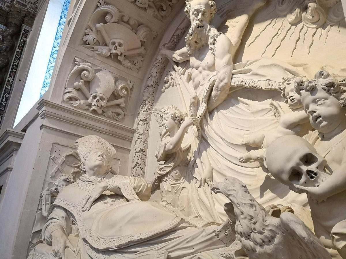 Um túmulo surpreendente